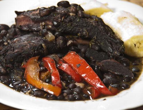 Schwarze Bohnen mit Sofrito (Schmorgericht)